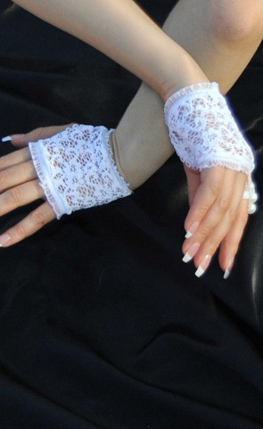 Bridal White Lace Fingerless Gloves